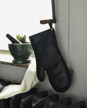 Black Leather Oven Mitt
